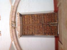 Puerta de la fachada interior del Museo Rafael Coronel. Ciudad de Zacatecas, México.