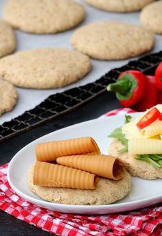 Grove polarbrød på 1-2-3 - LINDASTUHAUG Pavlova, Healthy Baking, Scones, Muffins, Good Food, Food And Drink, Cookies, Desserts, Recipes