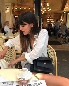 She can't afford Tommy - You paid the bill like you want me Insta Parisian Chic Style, Parisian Fashion, French Girl Style, Shops, Minimal Fashion, Minimal Chic, Trends, Casual Elegance, Women's Summer Fashion