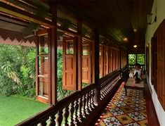 Kerala house design - This palace of a home is not defined by ostentation It has no gold taps or embroidered pillows Instead its interiors are adorned with simple but comfortable furnishings and floral cement tiles on th Kerala Traditional House, Traditional House Plans, Indian Home Design, Kerala House Design, Village House Design, Village Houses, Chettinad House, Philippine Houses, Courtyard House Plans