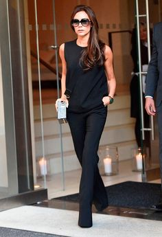 Victoria beckham in a black tank top + black trousers + heels look fashion, all Chic Office Outfit, Office Outfits, Work Outfits, Trendy Outfits, Fashion Outfits, Fashion Ideas, Office Chic, Office Attire, Summer Outfits