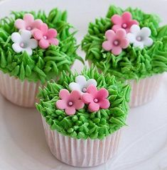 23 Wedding Cupcake Ideas Slideshow for Any Wedding – Cupcakes Rezept Garden Cupcakes, Spring Cupcakes, Easter Cupcakes, Flower Cupcakes, Themed Cupcakes, Baby Shower Cupcakes, Wedding Cupcakes, Mini Cakes, Cupcake Cakes