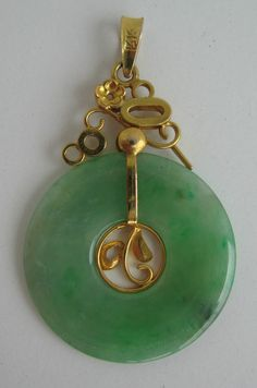 d27533e5ef40 Traditional Chinese Pi Pendant. Unsual setting.