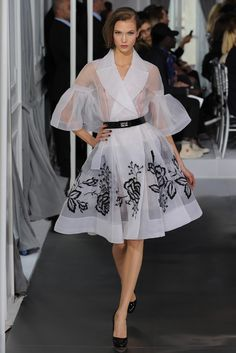 Dior Spring Couture 2012 I don't claim to be a fashionista, but I adore this vintage style! Classy and sassy at the same time