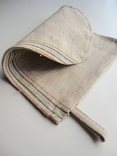 The unique natural way to exfoliate your entire body.Revitalize your skin by natural linen mitt.