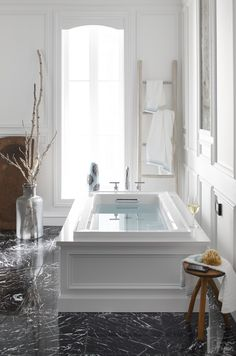 Are you looking to brighten up a dull room and searching for interior design tips? Interior Window Trim, Dream Bathrooms, Bathtub Design, Small Bathroom Remodel, Amazing Bathrooms, Home Remodeling, Bathrooms Remodel, Interior Design, Home Decor