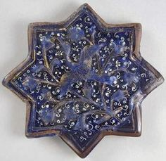 Star tile with flying crane from Iran, early century, glazed stone-paste overglaze-painted red and white, gilding, Honolulu Academy of Arts (long-term loan from the Doris Duke Foundation for Islamic Art) Wikimedia Islamic Patterns, Textile Patterns, Mosaic Art, Mosaic Tiles, Arabesque Pattern, Star Wars, Iranian Art, 14th Century, Religious Art