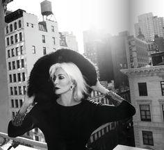 83-летняя Кармен Делль'Орефайс на обложке NEW YOU Magazine