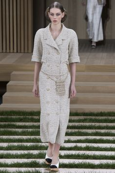 Chanel Spring 2016 Couture Fashion Show - Lauren de Graaf (Elite)