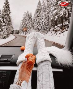 Christmas and New Year is a great occasion to complete all unfinished business and give yourself a well-deserved rest. Here are 8 the most important things you should do in time for these winter holid High School Outfits, Legging Outfits, I Love Winter, Winter Looks, Instagram Captions For Friends, Chubby, What Dreams May Come, Hope You Are Well, Topshop