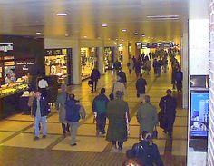 Pre-9/11 World Trade Center Photos - Commuters in the World Trade Center Concourse.