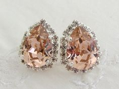 Pink Swarovski rhinestones stud earrings door EldorTinaJewelry