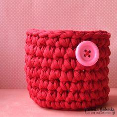 Načerpejte inspiraci a ozdobte si svůj domov moderními, vlastnoručně vyrobenými háčkovanými dekoracemi. Potěšte své děti veselými háčkovanými hračkami, kabelkami a doplňky vyrobenými podle návodů Háčkování s Vendulkou Trendy, Throw Pillows, Toss Pillows, Cushions, Decorative Pillows, Decor Pillows, Scatter Cushions