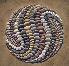 beach stone land art by jon foreman 7 Combing the Beach for Stones and Reorganizing Them Into Something Beautiful Pebble Mosaic, Stone Mosaic, Pebble Art, Mosaic Art, Stone Crafts, Rock Crafts, Land Art, Art Pierre, Rock Sculpture