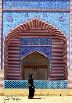 Shah Jahan Mosque, Thatta, Sindh province, Pakistan √ Islamic Architecture, Beautiful Architecture, Art And Architecture, Shah Jahan Mosque, Places Around The World, Around The Worlds, Pakistan Art, Beautiful Mosques, Arabic Art