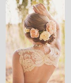Peinados de novia con flores naturales. #peinados #novia #boda Dream wedding hair