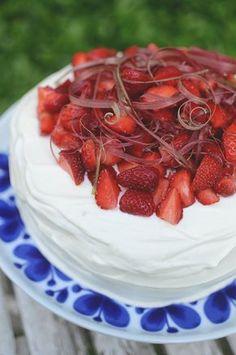 tårta_rabarber & jordgubbar Ketchup, Chutney, Salsa, Muffins, Raspberry, Strawberry, Party Pops, Swedish Recipes, Fika