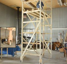Motorizing the scaffold Wooden Scaffolding, Aluminium Scaffolding, Beginner Woodworking Projects, Diy Woodworking, Carpentry Projects, The Scaffold, Brick Masonry, Temporary Structures, Building Renovation
