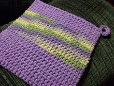 Double thick single crochet potholders pattern by Michelle Rhodes Ravelry: Double thick single crochet potholders pattern by MikKnits Crochet Kitchen, Crochet Home, Crochet Crafts, Crochet Yarn, Crochet Projects, Crochet Geek, Form Crochet, Ravelry, Crochet Unique