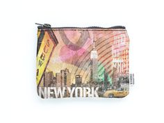 Our simple yet modern coin purse is the perfect size to accommodate all of the odds–and–ends of your purse and your life. With this coin purse, you've got the versatility of a fun accessory with the c