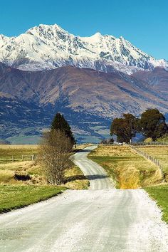 Take a leisurely drive on some 'back' roads, this one is near Queenstown, South Island, New #Zealand http://www.amourqueenstown.co.nz/