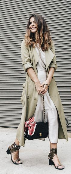 Long, soft and flowy outfit. Trench: Zara. Dress: Rebecca Minkoff. Bag: Chanel Vintage. Scarf: Purificación García. Sandals: Isabel Marant.