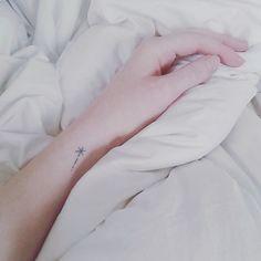 27 Tatuajes diminutos que necesitas en tu vida ahora mismo