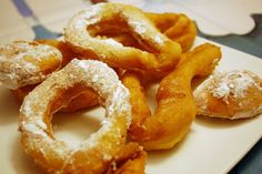 Pennsylvania Dutch Potato Doughnuts. YUM!!!! Turn your leftover mashed potatoes into a yummy breakfast! #Doughnuts #potato