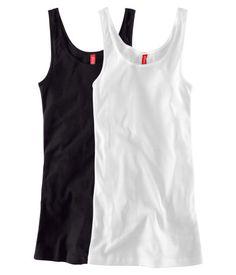 Toppeja tarvii aina. Pitää olla riittävän pitkä malli, mutta näiden ei tarvitse olla löysiä, kuten muiden paitojen, kun päälle tulee kuitenkin joku muu paita. Koko 40-42.
