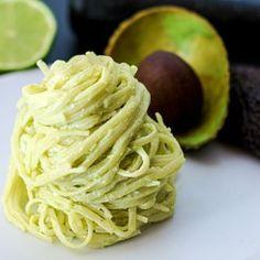 Nudeln mit Avocado-Feta-Creme