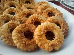 Domowa Cukierenka : kruche słoneczka z kokosem Polish Recipes, Polish Food, Small Cake, Cannoli, How To Make Cookies, Onion Rings, Cookie Bars, Christmas Cookies, Nutella