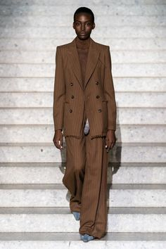 Max Mara Resort 2020 Fashion Show - Vogue Max Mara, 2020 Fashion Trends, Fashion 2020, Fashion Show, Fashion Online, Fashion Weeks, Vogue Paris, Suits For Women, Women Wear