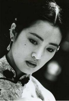 Gong Li - chameleon.  Meryl has nothing on her.