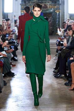 Elie Saab Fall 2019 Ready-to-Wear Fashion Show Elie Saab Fall 2019 Ready-to-Wear Collection – Vogue Haute Couture Style, Green Fashion, High Fashion, Winter Fashion, Style Fashion, Fashion Weeks, Fashion Outfits, Runway Fashion, Womens Fashion