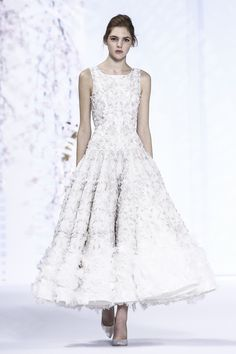 Ralph & Russo Couture Spring Summer 2016 Paris...OMG, Absolutely GORGEOUS!!! Imagine walking down the aisle in this.  Cheaper to have custom-made than purchasing from salon.