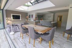 Contemporary Orangery with Solarlux SL 60 Bifold Doors, Maidenhead, Berkshire Orangery Extension Kitchen, Orangerie Extension, Kitchen Orangery, Kitchen Diner Extension, Conservatory Extension, Open Plan Kitchen Dining Living, Open Plan Kitchen Diner, Kitchen Layout, Kitchen Family Rooms