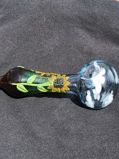 Everything made of Glass Weed Pipes, Pipes And Bongs, Glass Tobacco Pipes, Cool Pipes, Broken Glass Art, Stoner Art, Bottle Cutting, Puff And Pass, Sunflower Fields