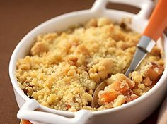 Slimming World's pear and rhubarb crumble Slimming World's pear and rhubarb crumble recipe - goodtoknow Slimming World Deserts, Slimming World Puddings, Slimming World Recipes Syn Free, Slimming World Meals, Vegan Slimming World, Fruit Crumble, Crumble Topping, Blackberry Crumble, Desert Recipes