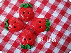 Handmade polymer clay strawberry buttons. // Boutons fraises faits main en fimo. // See more at / Voir plus sur :  https://www.facebook.com/lesmainsbaladeuses