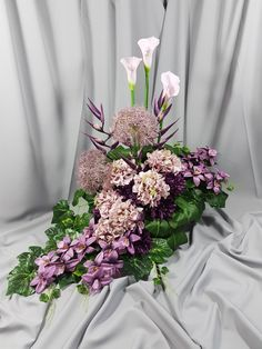 Church Flower Arrangements, Floral Arrangements, Fall Flowers, Fresh Flowers, Grave Decorations, Funeral Flowers, Center Table, Arte Floral, Beautiful Lights