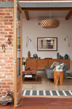 A David Trubridge KINA watches over this family room #lighting