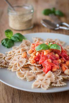 Vegane Pasta mit Kichererbsen-Arrabiata