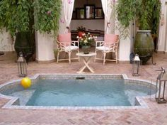 Having a pool sounds awesome especially if you are working with the best backyard pool landscaping ideas there is. How you design a proper backyard with a pool matters. Small Swimming Pools, Small Backyard Pools, Small Pools, Swimming Pool Designs, Backyard Patio, Swimming Ponds, Small Backyards, Small Patio, Backyard Privacy