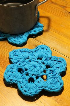 King size zpagetti flower coasters, tutorial in Danish.