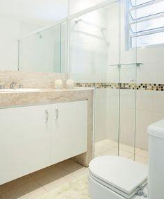 Resultado de imagem para banheiro com parede branca e piso bege