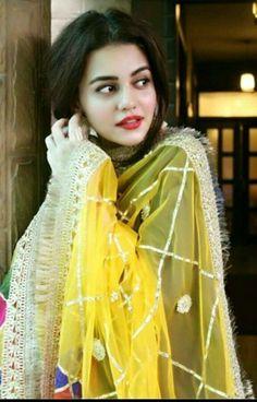 I Love this girl zara Punjabi Girls, Pakistani Girl, Pakistani Dress Design, Pakistani Dresses, Pakistani Actress, Punjabi Suits, Indian Dresses, Mayon Dresses, Mehndi Outfit