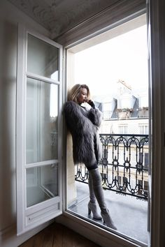 fur coat, faux fur coat, knee heigh boots, grey coat, grey boots, paris, apartment, oracle fox outfit, outfit
