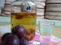 Slivkový likér z peciek