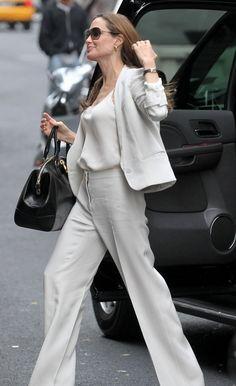 Angelina Jolie Style Street Casual: 25 Photo http://www.ysedusky.com/2017/03/29/angelina-jolie-style-street-casual-25-photo/