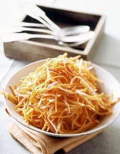 Recette Carottes râpées au Thermomix : Epluchez les carottes. Découpez-les en tronçons.Mettez tous les ingrédients dans le bol du Thermomix et mixez 4 à 5...